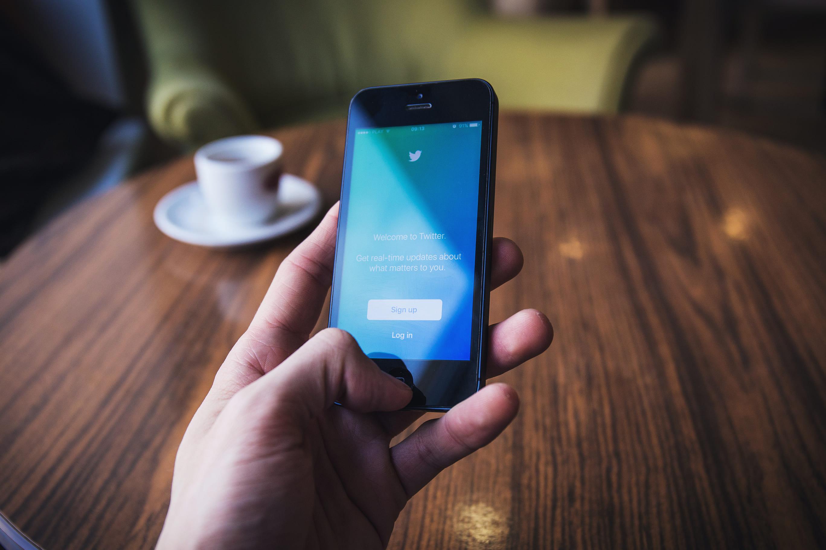 Com' Politique : Je tweete, donc je suis?